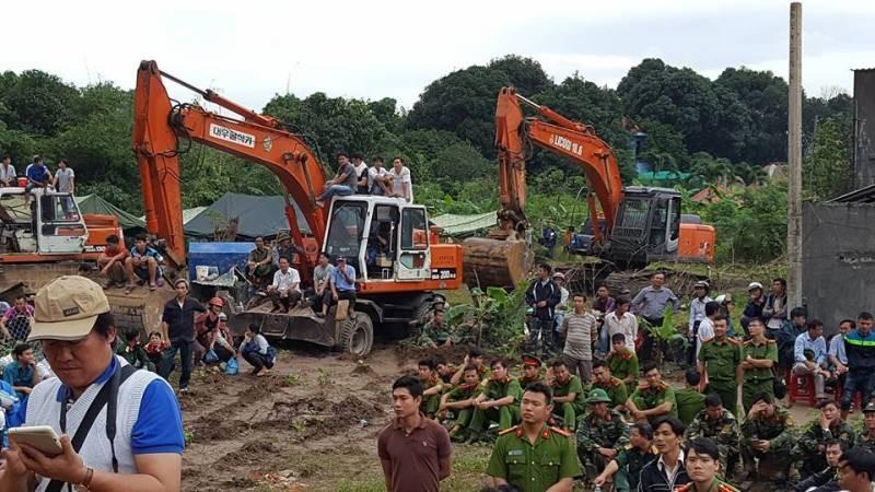 Cận cảnh sạt lở núi ở Nha Trang, ít nhất 2 người chết - ảnh 4