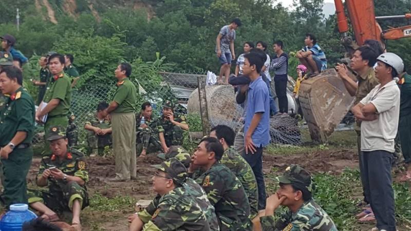 Cận cảnh sạt lở núi ở Nha Trang, ít nhất 2 người chết - ảnh 7