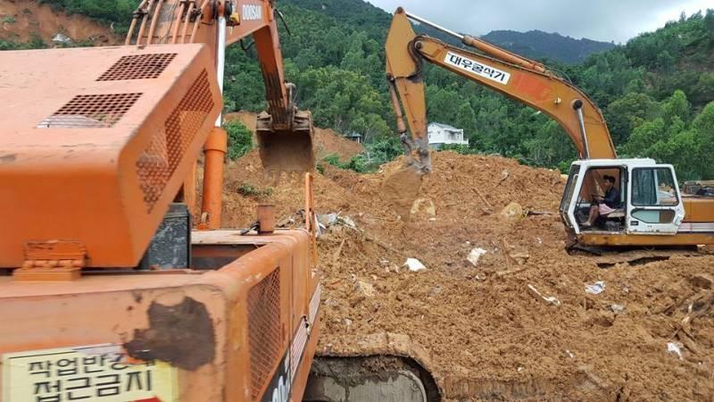 Cận cảnh sạt lở núi ở Nha Trang, ít nhất 2 người chết - ảnh 11