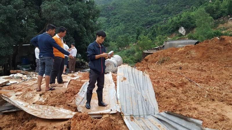 Cận cảnh sạt lở núi ở Nha Trang, ít nhất 2 người chết - ảnh 13
