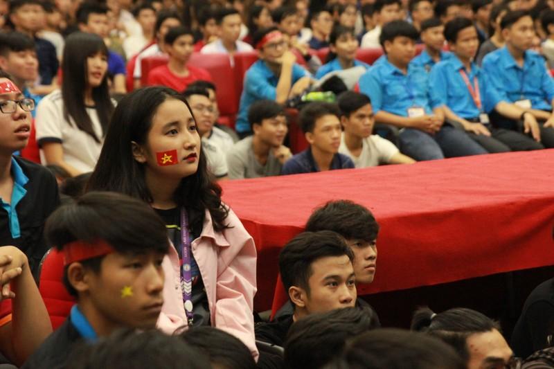 Hàng ngàn CĐV 'tiếp sức' cho đội tuyển U23-Việt Nam - ảnh 10