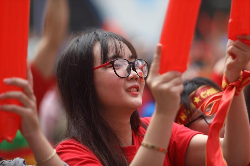 Hàng ngàn CĐV 'tiếp sức' cho đội tuyển U23-Việt Nam - ảnh 17