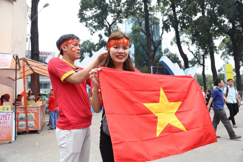 Hàng ngàn CĐV 'tiếp sức' cho đội tuyển U23-Việt Nam - ảnh 6