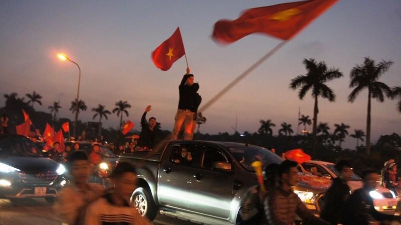 Cả nước ra đường ăn mừng chiến thắng của U23 Việt Nam  - ảnh 11
