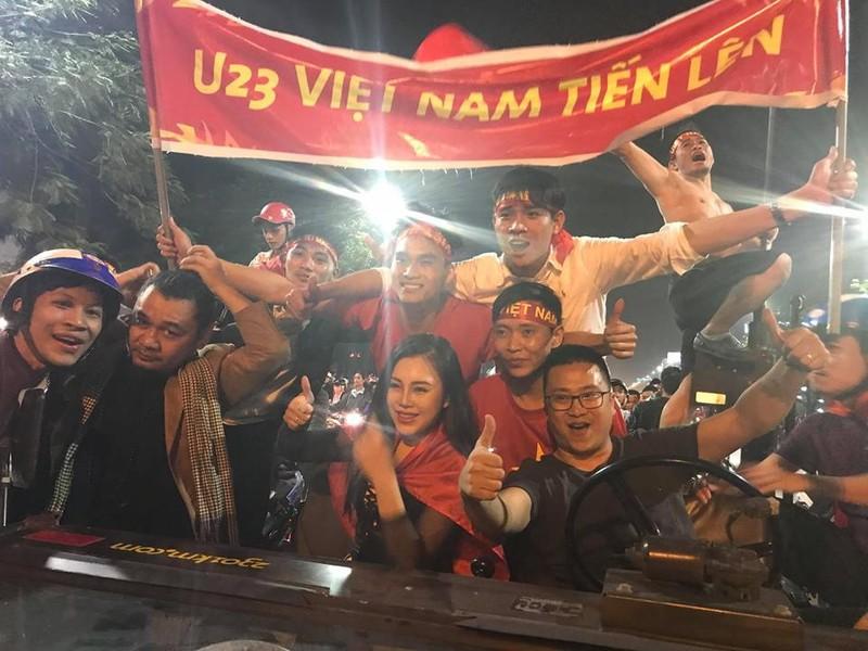 Cả nước ra đường ăn mừng chiến thắng của U23 Việt Nam  - ảnh 10