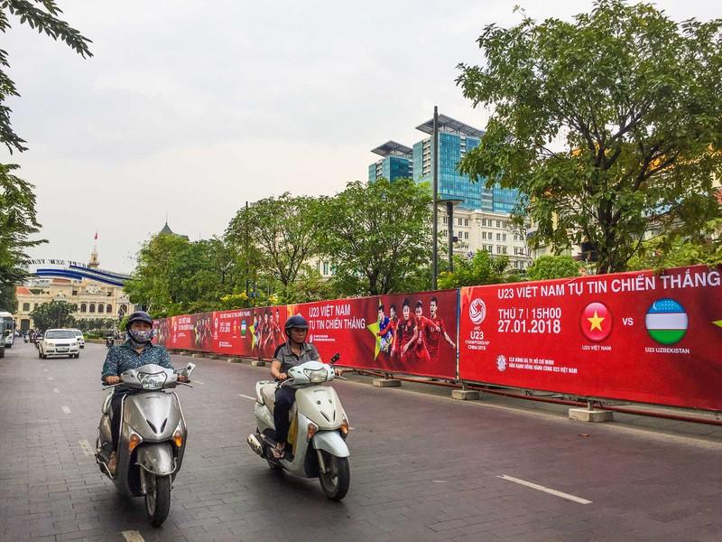 Lắp đặt xong 10 màn hình 'khủng' ở phố đi bộ Nguyễn Huệ - ảnh 7