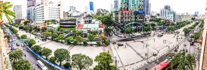 Lắp đặt xong 10 màn hình 'khủng' ở phố đi bộ Nguyễn Huệ - ảnh 5