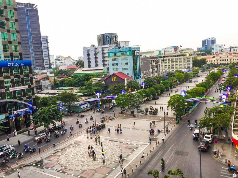 Lắp đặt xong 10 màn hình 'khủng' ở phố đi bộ Nguyễn Huệ - ảnh 6