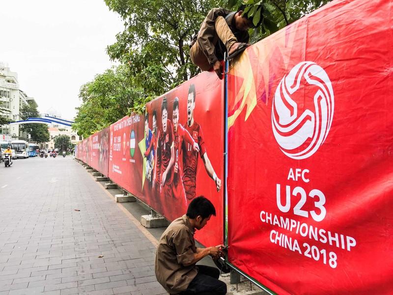 Lắp đặt xong 10 màn hình 'khủng' ở phố đi bộ Nguyễn Huệ - ảnh 8