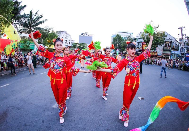 Những 'tiên nữ' xuất hiện trong lễ hội Tết nguyên tiêu  - ảnh 2