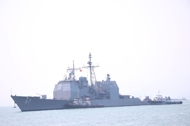 Tàu hộ tống của hải quân Mỹ đang tiến vào cảng Tiên Sa - ảnh 1