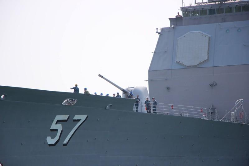 Tàu hộ tống của hải quân Mỹ đang tiến vào cảng Tiên Sa - ảnh 3