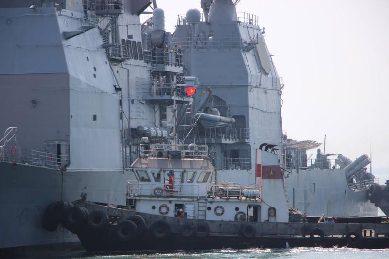 Tàu hộ tống của hải quân Mỹ đang tiến vào cảng Tiên Sa - ảnh 4