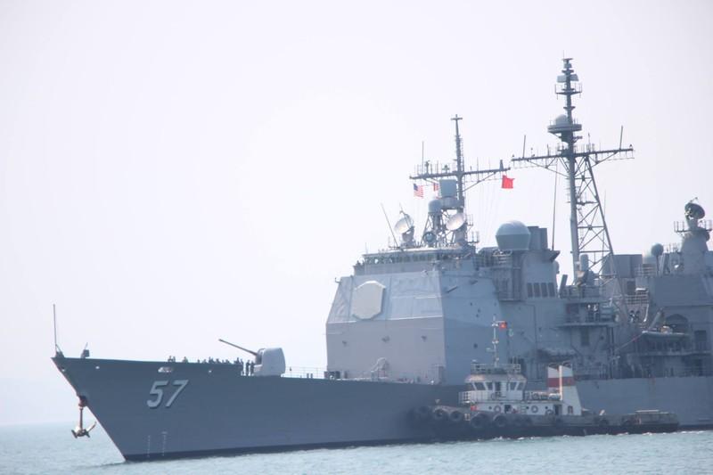 Tàu hộ tống của hải quân Mỹ đang tiến vào cảng Tiên Sa - ảnh 5
