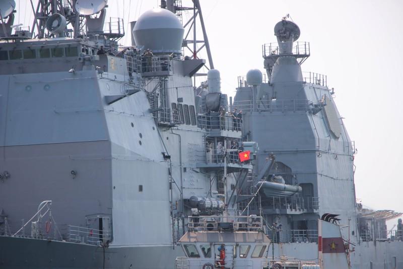 Tàu hộ tống của hải quân Mỹ đang tiến vào cảng Tiên Sa - ảnh 6