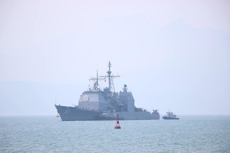 Tàu hộ tống của hải quân Mỹ đang tiến vào cảng Tiên Sa - ảnh 7