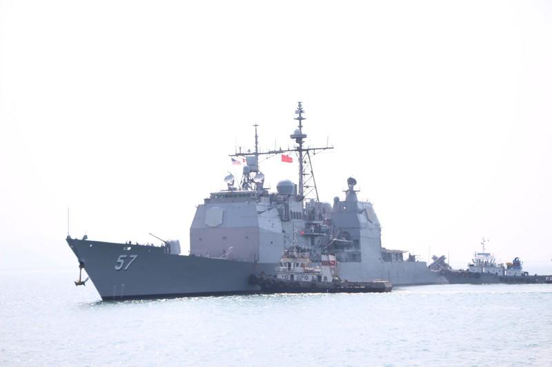 Tàu hộ tống của hải quân Mỹ đang tiến vào cảng Tiên Sa - ảnh 9