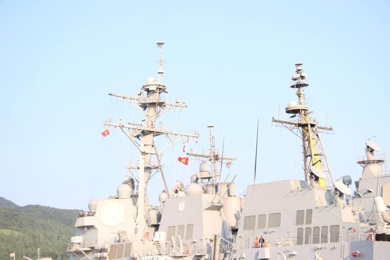 Uy lực 2 chiến hạm hộ tống tàu sân bay Mỹ đến Đà Nẵng - ảnh 3
