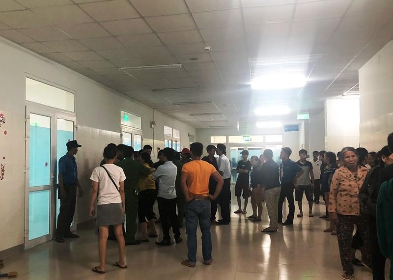 Thai phụ tử vong sau mổ, người nhà vây bệnh viện - ảnh 1
