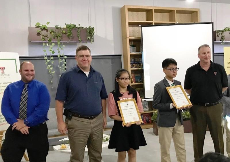 2 học sinh Đà Nẵng nhận học bổng 3,6 tỉ từ trường quốc tế Mỹ  - ảnh 1