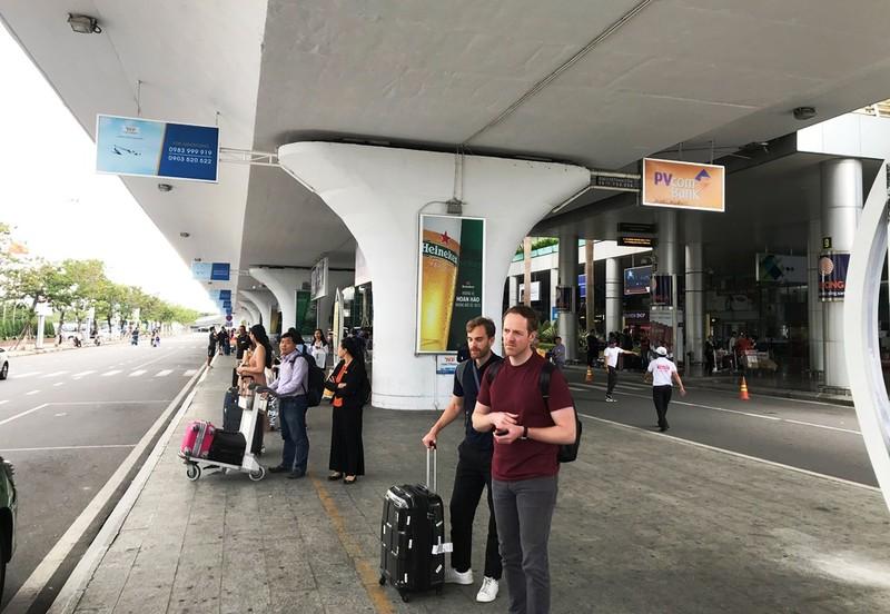Hàng trăm taxi đình công, bỏ khách ở sân bay Đà Nẵng  - ảnh 2