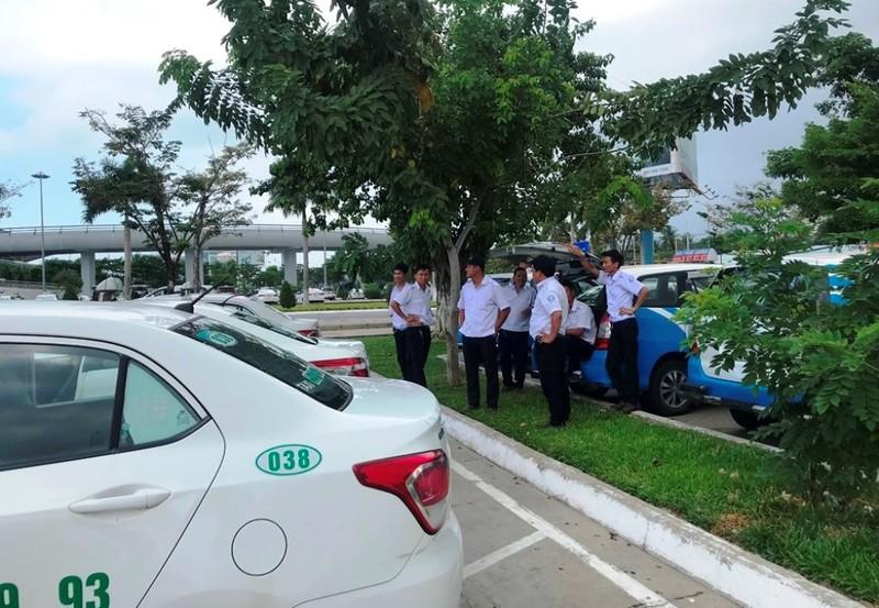 Hàng trăm taxi đình công, bỏ khách ở sân bay Đà Nẵng  - ảnh 1