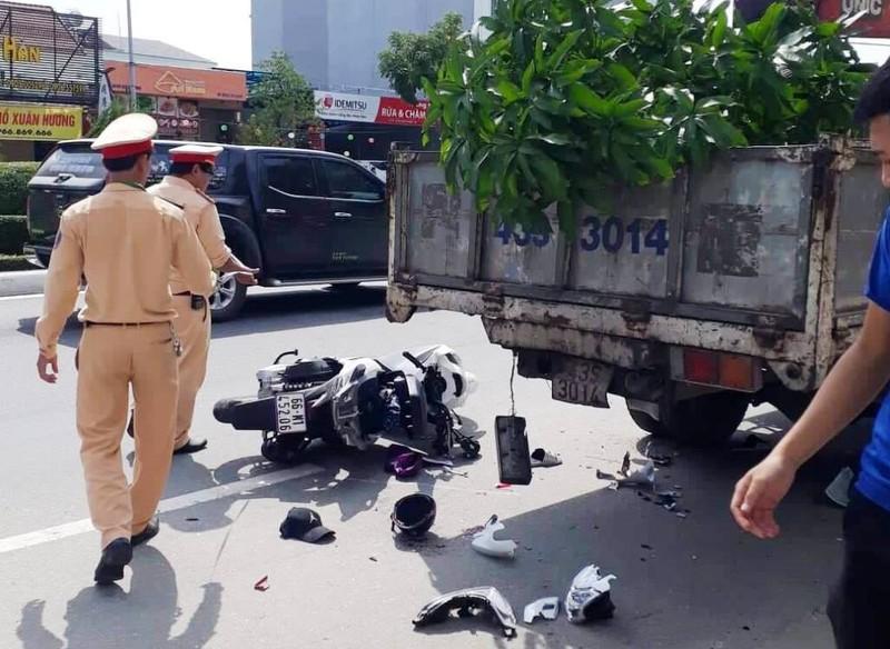 Tai nạn từ cú va chạm với xe gắn băng rôn mạo danh - ảnh 1
