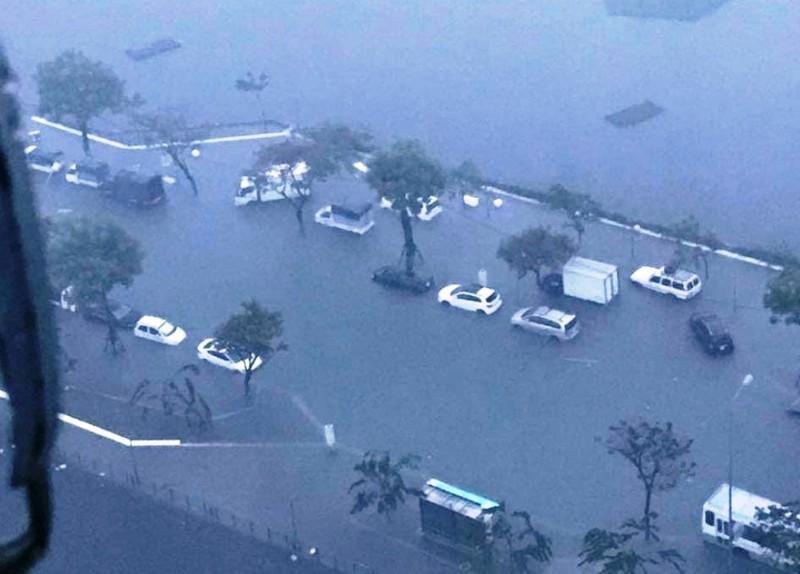 Đà Nẵng: mưa lớn kéo dài khiến hầm chui, chung cư ngập nặng - ảnh 1