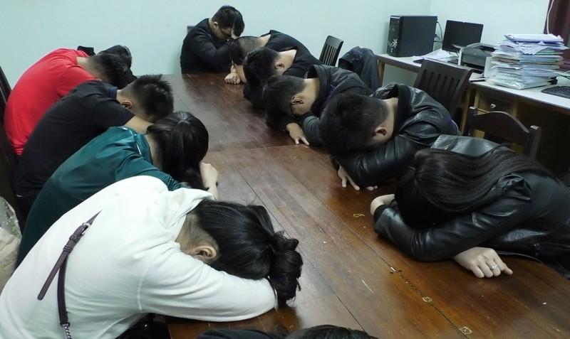 Nhóm thanh niên phê ma túy trong chung cư sau đi 'bão'  - ảnh 1