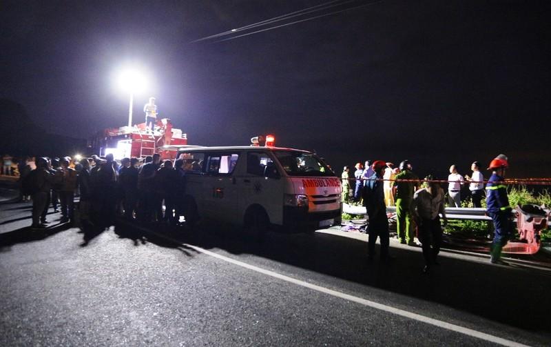 Xe bồn lao xuống vực bốc cháy sau va chạm, 1 người tử vong - ảnh 2