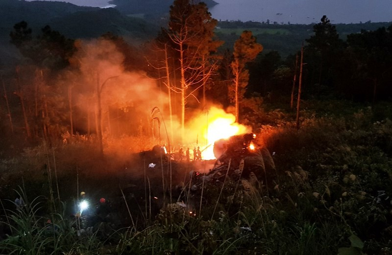 Xe bồn lao xuống vực bốc cháy sau va chạm, 1 người tử vong - ảnh 1