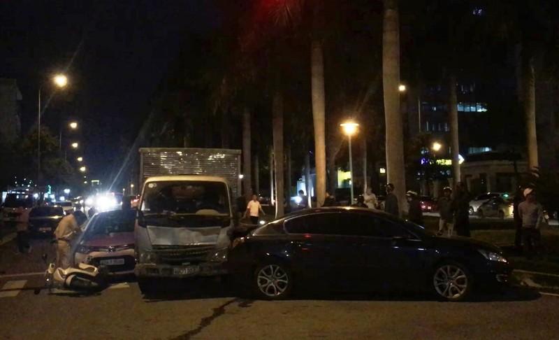 Xe tải tông xe chờ đèn đỏ ở Đà Nẵng quá hạn kiểm định 3 tháng - ảnh 1