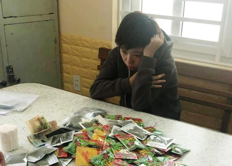 Cô gái vào thẳng chung cư giao ma túy bị trinh sát phát hiện - ảnh 1