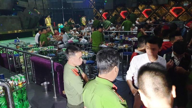 Bắt 4 người tàng trữ ma túy trong vũ trường ở Đà Nẵng - ảnh 1