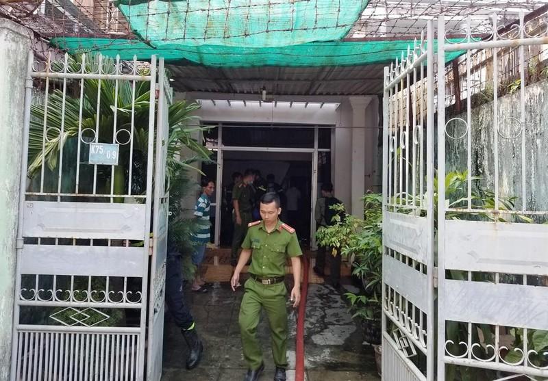 Cháy nhà, dân  Đà Nẵng lao vào cứu cụ ông bị liệt - ảnh 1