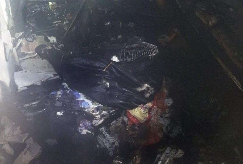 Cháy nhà, dân  Đà Nẵng lao vào cứu cụ ông bị liệt - ảnh 3