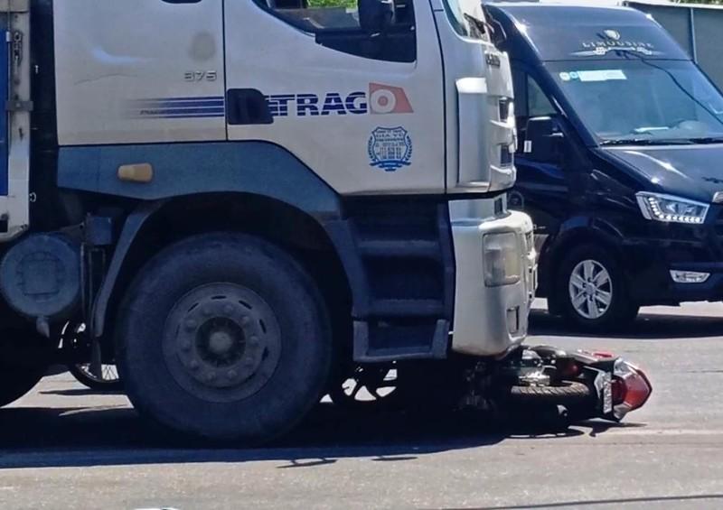 Cô gái bị xe tải kéo lê 5m, tử vong tại chỗ - ảnh 2