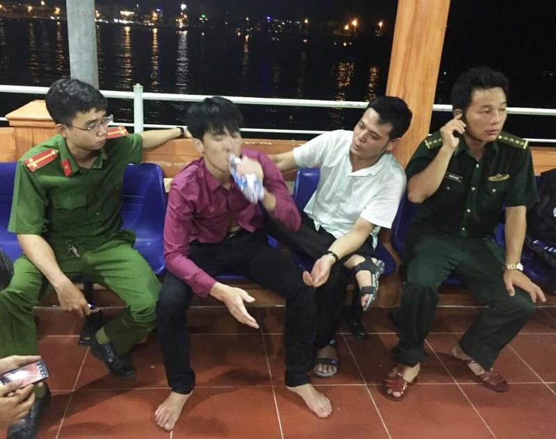 Đà Nẵng: Cả trăm người tìm thanh niên ngáo đá nhảy xuống vực - ảnh 1