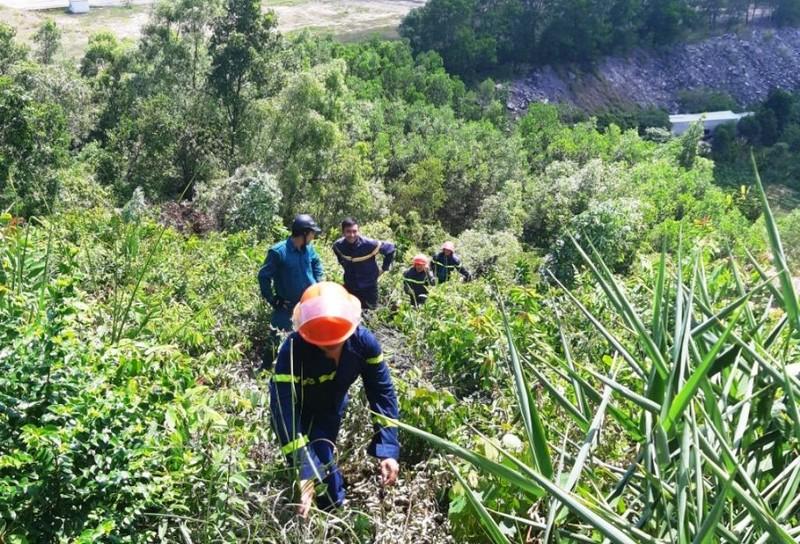 Hàng trăm người chữa cháy rừng ở Đà Nẵng - ảnh 2