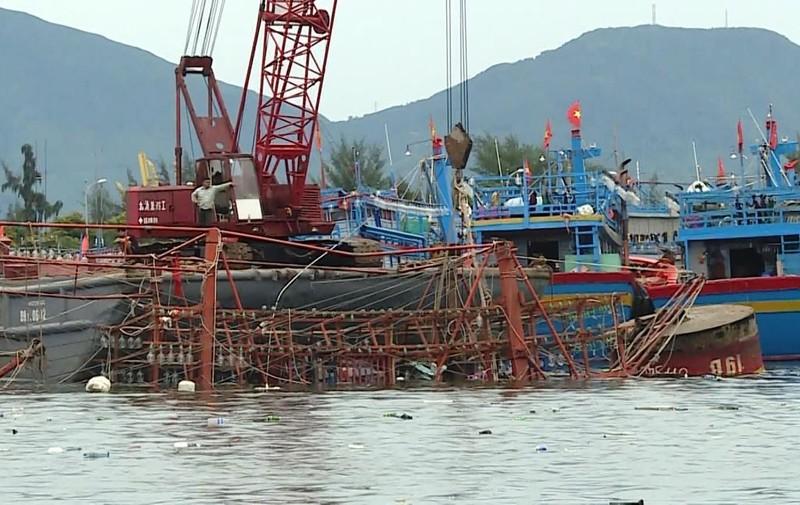 Cứu tàu gặp nạn, 2 phương tiện cùng chìm ở Đà Nẵng - ảnh 1