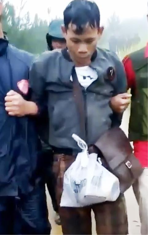 Biên phòng Kon Tum bắt 2 người Lào cùng ma túy đá - ảnh 2