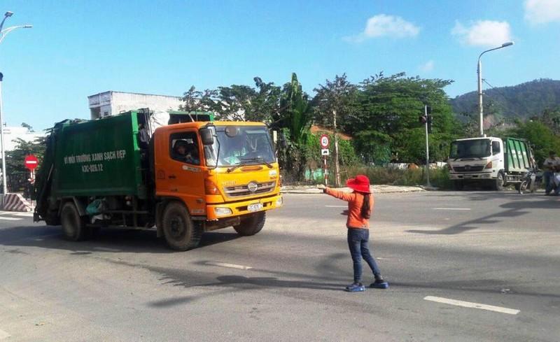 Người dân chặn xe vào bãi rác, hàng ngàn tấn rác phải đổ tạm - ảnh 1