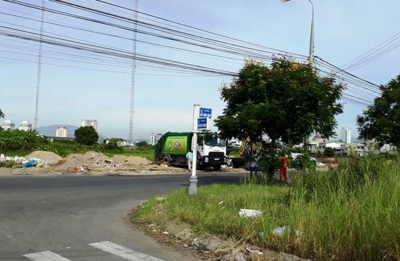 Người dân chặn xe vào bãi rác, hàng ngàn tấn rác phải đổ tạm - ảnh 3