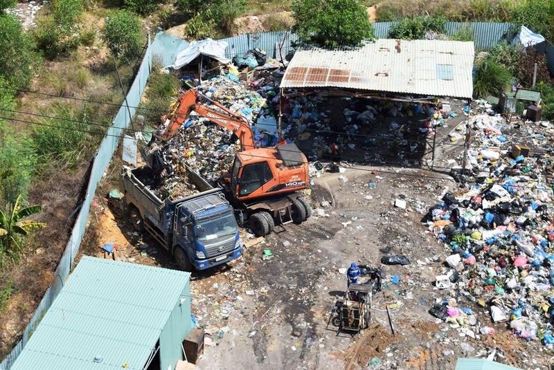 Đà Nẵng: Thuê 45 xe ben giải phóng hàng ngàn tấn rác ùn ứ - ảnh 1