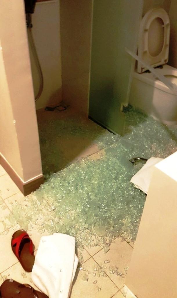 Kính trong khách sạn vỡ làm khách nữ bị thương - ảnh 4