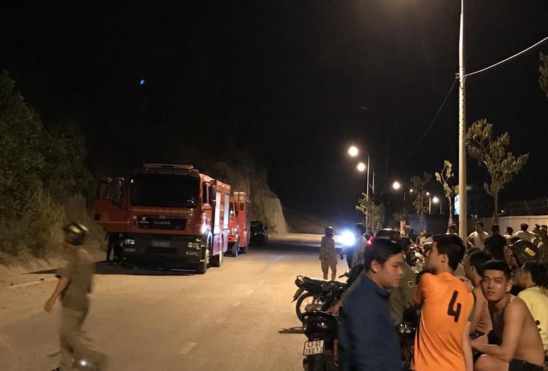 Hàng trăm người chữa cháy rừng trên núi Phước Tường, Đà Nẵng - ảnh 2