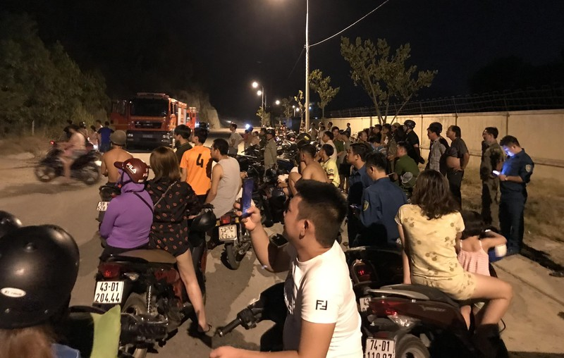 Hàng trăm người chữa cháy rừng trên núi Phước Tường, Đà Nẵng - ảnh 3