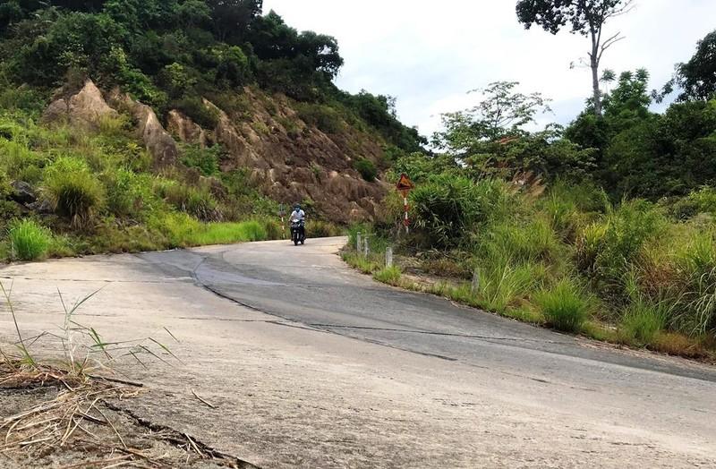 Cận cảnh những đoạn nguy hiểm của đường lên Sơn Trà - ảnh 5