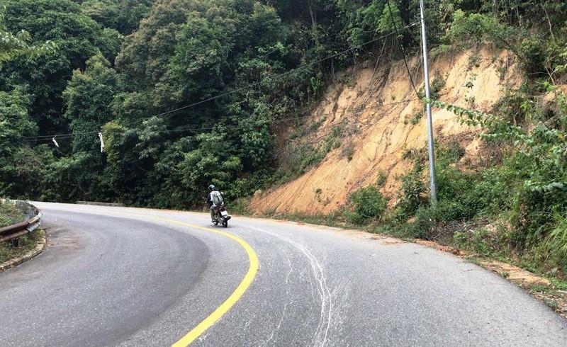 Cận cảnh những đoạn nguy hiểm của đường lên Sơn Trà - ảnh 8