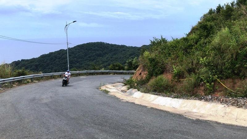 Cận cảnh những đoạn nguy hiểm của đường lên Sơn Trà - ảnh 3
